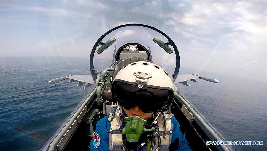 (军事)(2)中国空军轰-6K等多型飞机赴西太平洋远海训练 同时出动轰-6K和多型歼击机预警机警巡东海防空识别区