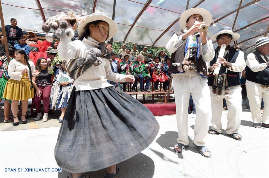 BOLIVIA-ORURO-ANATA ANDINO