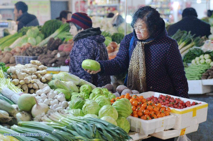 El índice de precios al consumidor (IPC) de China, el indicador principal de la inflación, creció un 0,8 por ciento interanual en enero, lo que representa el incremento más lento desde noviembre de 2009, cuando se registró un 0,6 por ciento, informó hoy martes el Buró Nacional de Estadísticas (BNE).