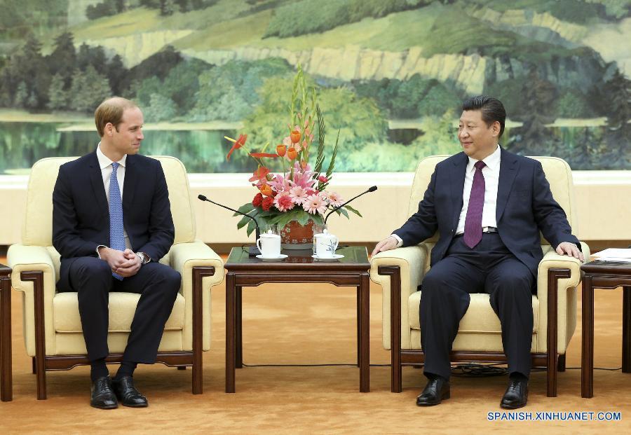 El presidente chino, Xi Jinping, dijo hoy lunes durante un encuentro con el príncipe Guillermo de Inglaterra, de visita en Beijing, que está deseando visitar el Reino Unido este año a invitación de la reina Isabel II.