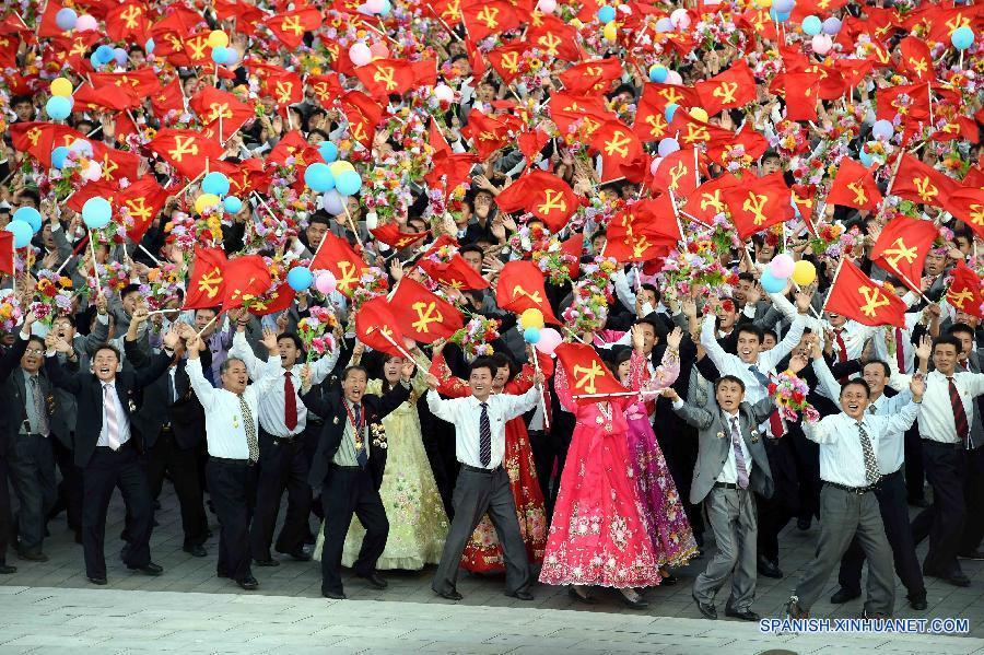 La República Popular Democrática de Corea (RPDC) llevó a cabo la tarde del sábado un enorme desfile militar en la Plaza Kim Il Sung en Pyongyang, la capital nacional, para conmemorar el 70° aniversario de la fundación del Partido de los Trabajadores de Corea (PTC).