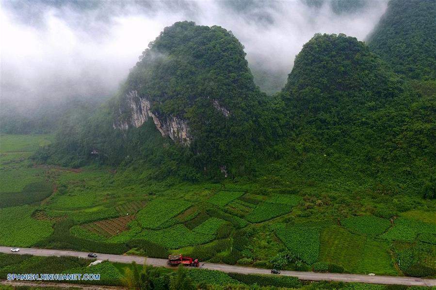 CHINA-GUANGXI-TAMBOR GIGANTE