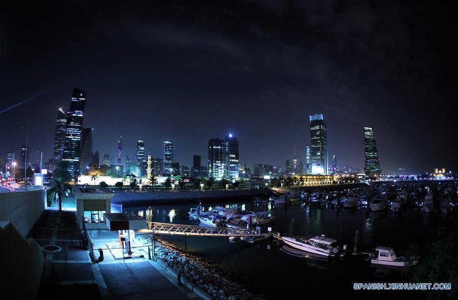 Vista Nocturna De La Ciudad De Kuwait Spanishxinhuanetcom