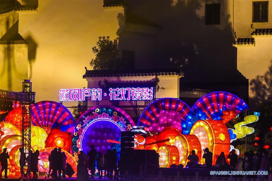 CHINA-ANHUI-FESTIVAL DE LA PRIMAVERA-LINTERNAS