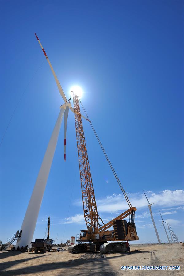 CHINA-XINJIANG-GENERACION DE ENERGIA RENOVABLE-CRECIMIENTO