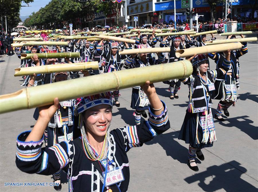 f93997db2272 Yunnan  Personas de grupos étnicos participan en desfile para celebrar el  Año Nuevo Lunar chino