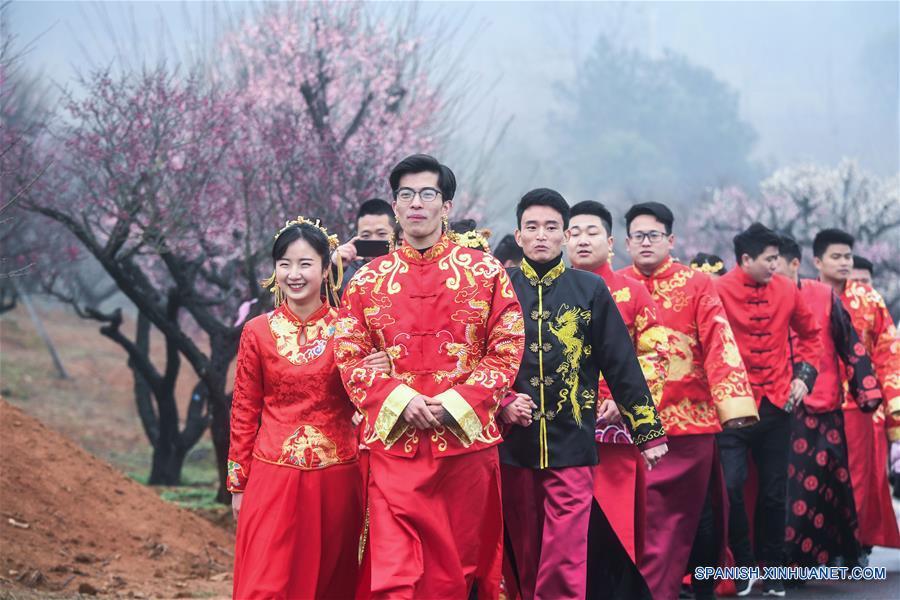 CHINA-ZHEJIANG-FLORES DE CIRUELO