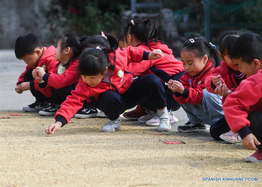 CHINA-ZHEJIANG-CHANGXING-EDUCACION-CLASE AL AIRE LIBRE