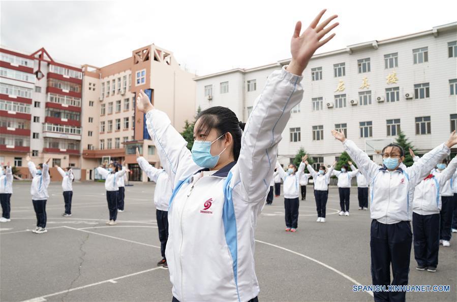 CHINA-HEILONGJIANG-COVID-19-ESTUDIANTES DE ULTIMO GRADO-PREPARATORIA-REGRESO