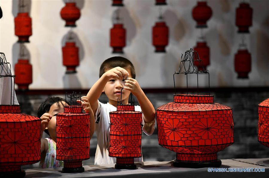 CHINA-HEBEI-SHIJIAZHUANG-VACACIONES DE VERANO