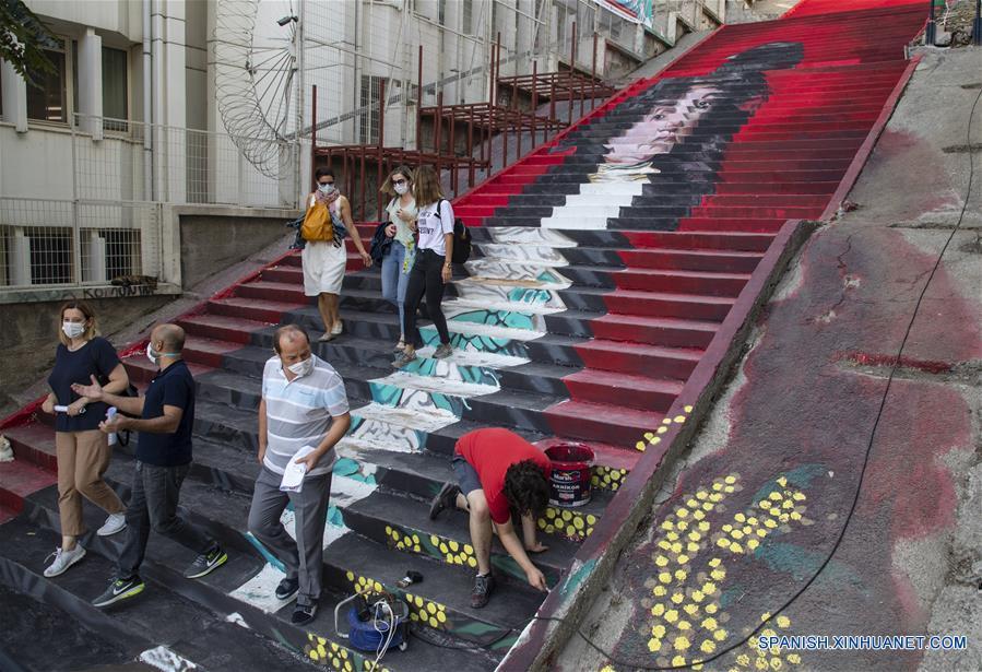 TURQUIA-ESTAMBUL-ESCALERAS PINTADAS
