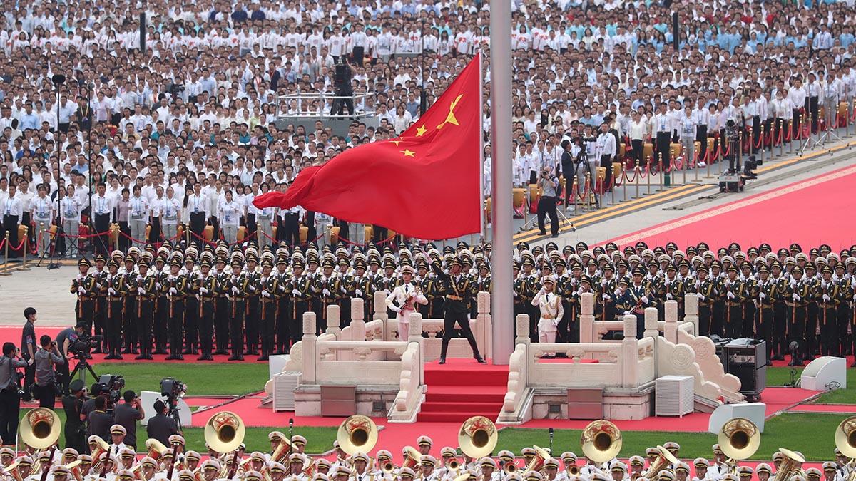 Celebran ceremonia de izada de bandera en Plaza de Tian'anmen durante ceremonia del centenario del PCCh