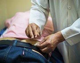 La experiencia china en acupuntura cambia la vida de médico ecuatoriano  y busca dejar un legado