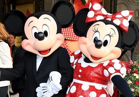 Develada estrella en honor a Minnie Mouse en Paseo de Fama de Hollywood