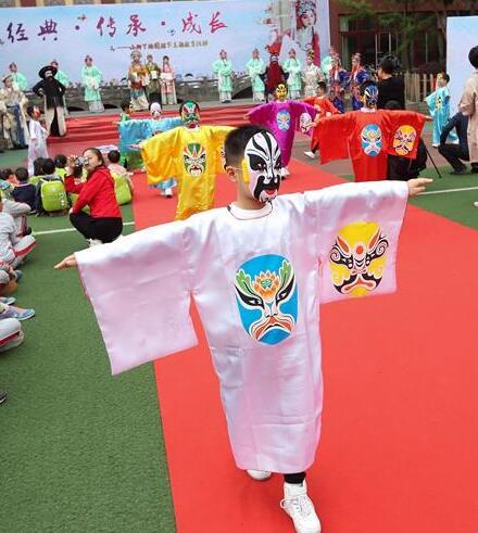 Una actividad educativa de cultura clásica en Chengdu