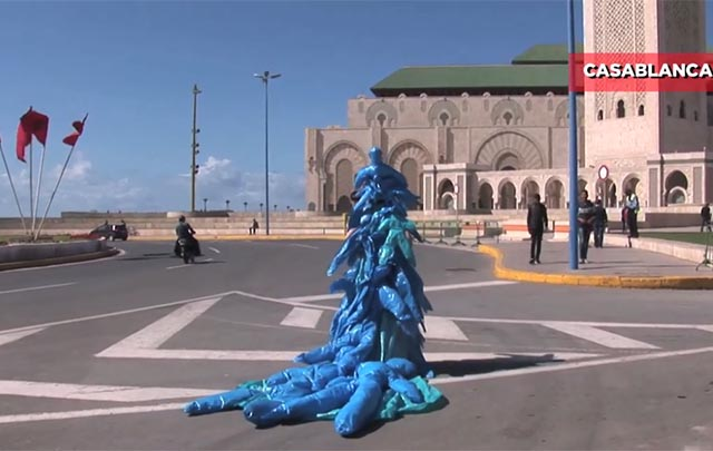 Artista china realiza performance en Casablanca
