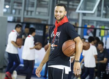Stephen Curry durante su gira por China