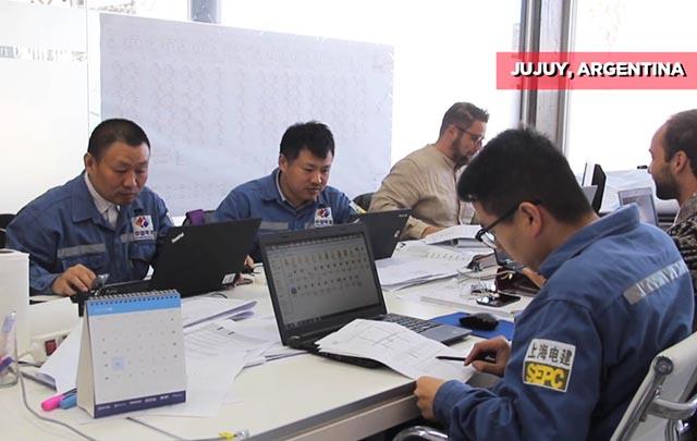 Disfrutan trabajadores chinos su desempeño en Argentina