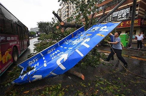 Súper tifón Mangkhut azota sur de China