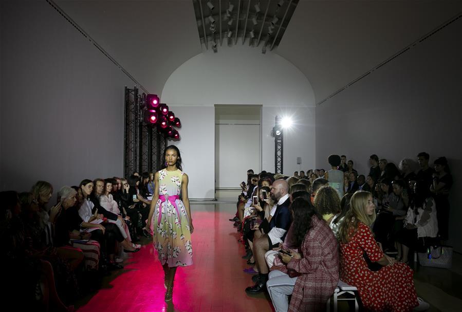 Semana de la Moda de Londres: desfile de Huishan Zhang
