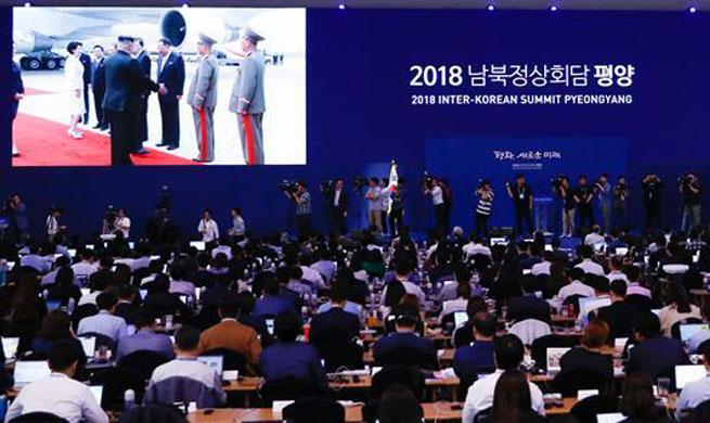 Líder de la RPDC recibe a presidente surcoreano en aeropuerto de Pyongyang