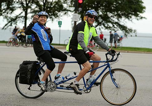 "Ciclistas participan en el evento ""Bike the Drive"" en Chicago, Estados Unidos"