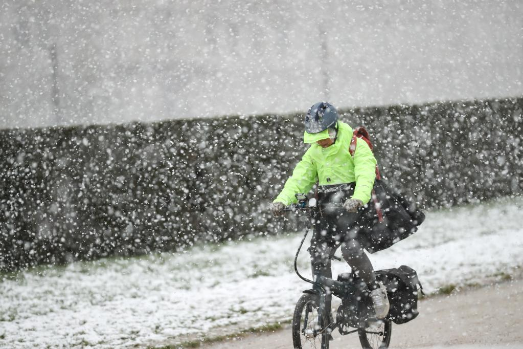 Fuertes nevadas intermitentes en Bruselas
