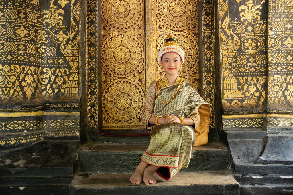Celebran Festival Songkran en Laos