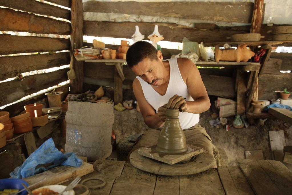 Taller de vasijas de barro en Honduras